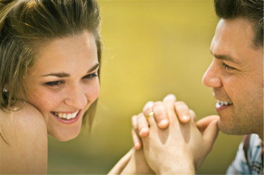 ۲۰ نشانه علاقمندی دختر به پسر (چطور بفهمم دختر از من خوشش میاد)