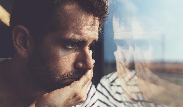 کنار آمدن با غم جدایی (دارم میمیرم از تنهایی و دوری عشقم)