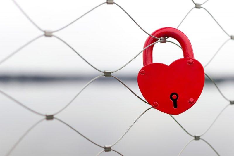 تفاوت عشق با وابسته شدن (چطور وابستگی را کم کنیم و از بین ببریم؟)