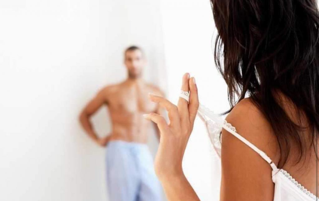 پیش قدم شدن زنان برای سکس | درخواست رابطه زناشویی از شوهر