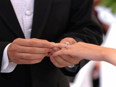 عشقم ازدواج کرد رفت با یکی دیگه چطور فراموشش کنم؟